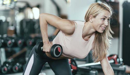 Trainingsplan für Zuhause: Übungen für Arme & Brust