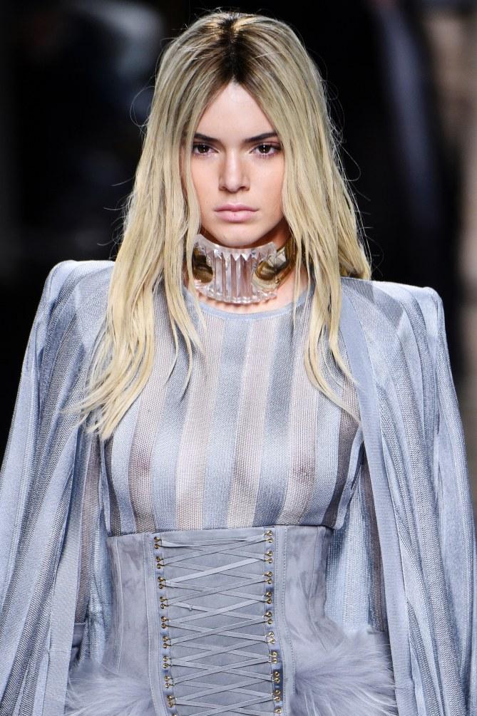 Kendall Jenner, blonde platine pour Balmain