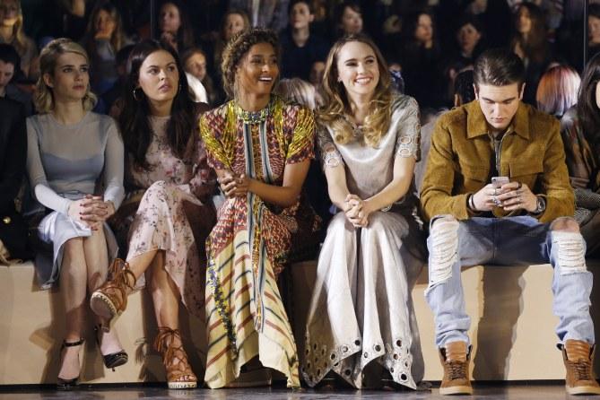 Les stars présentent au défilé H&M Studio