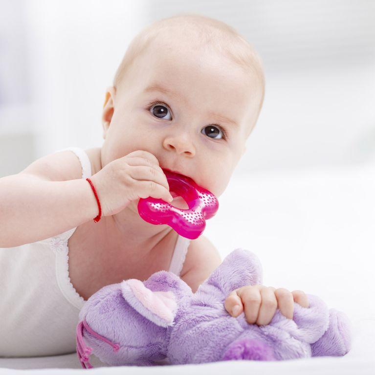 Bebe A Huit Mois Alimentation Eveil Et Jeux D Un Bebe De