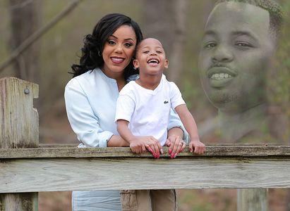 Nicole Bennett con suo figlio e suo marito