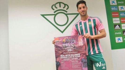 """El Betis """"homenajea"""" a las mujeres vistiéndose de rosa"""