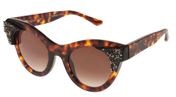 Les lunettes de soleil Thierry Lasry x Swarovski, 635 euros sur le site Monnier Frères