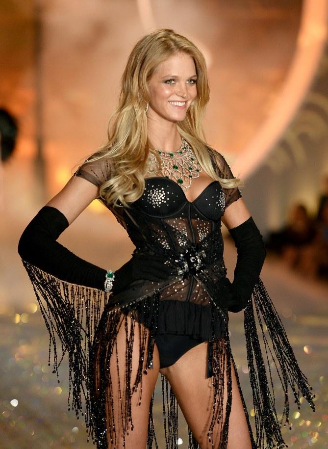 Erin Heatherton défilant en 2013 pour Victoria's Secret