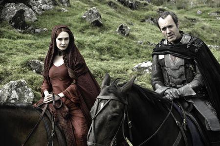 Melisandre et Stannis Baratheon dans GOT