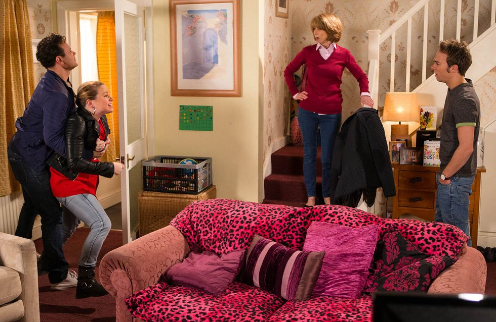 Coronation Street 28/03 - Tracey is no holds barred