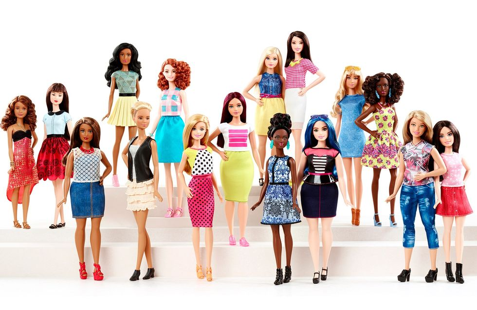 Barbie : en 57 ans, la poupée star a bien changé (Vidéo)