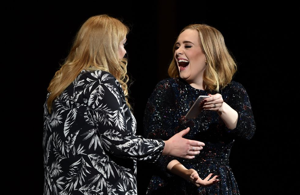 Adele invite son sosie sur scène (Photo)