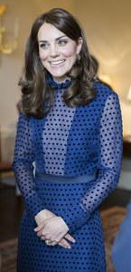 Kate Middleton surprend avec une robe transparente à Londres