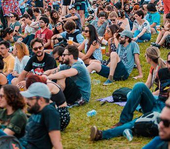 8 situações que só apaixonadas por festivais de música entendem