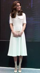 Kate Middleton, à New Delhi, en robe Emilia Wickstead et chaussures Rupert Sanderson