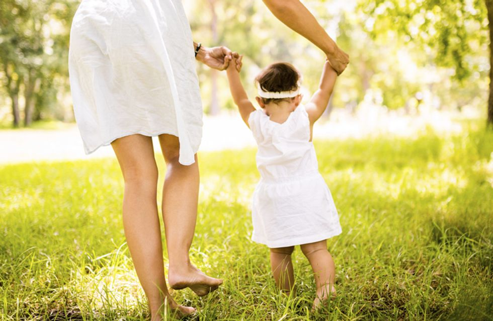 5 Gedanken, die jeder Mama durch den Kopf gehen, wenn ihr Baby die ersten Schritte macht