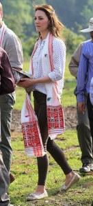 Kate Middleton en jean Zara dans l'état Assam, en Inde