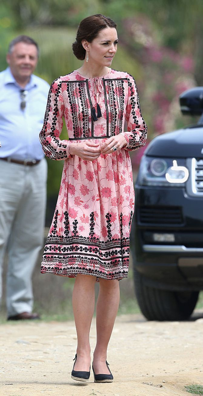 Kate Middleton en robe Topshop à Panbari, en Inde