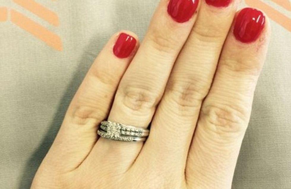 Le touchant message d'une jeune femme pour défendre sa petite bague de fiançailles