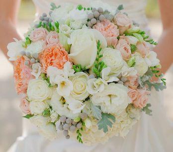 Come scegliere il bouquet da sposa? Fiori, stili e idee originali per rendere le