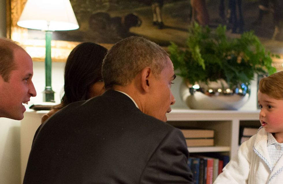 Quand le prince George rencontre Barack et Michelle Obama en pyjama (Photos)