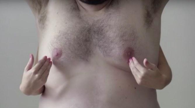 Des seins d'homme pour un tuto autopalpation