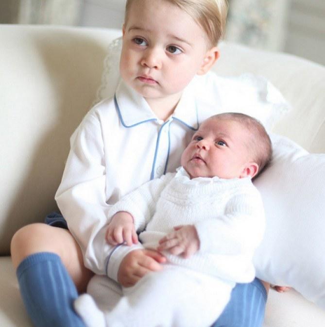 Le prince George et sa soeur Charlotte