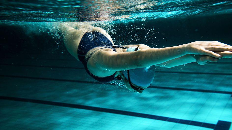 ¡Al agua patos! 5 actividades para entrenar (y divertirte) en la piscina