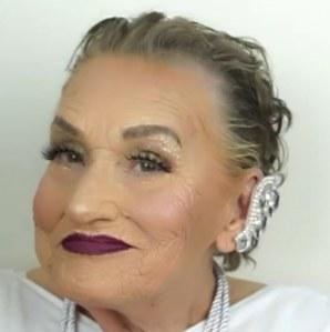 Livia, 80 ans, maquillée par sa petite-fille