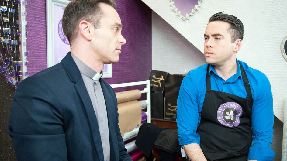 Coronation Street 19/5 - Izzy falls on the wrong side of the law