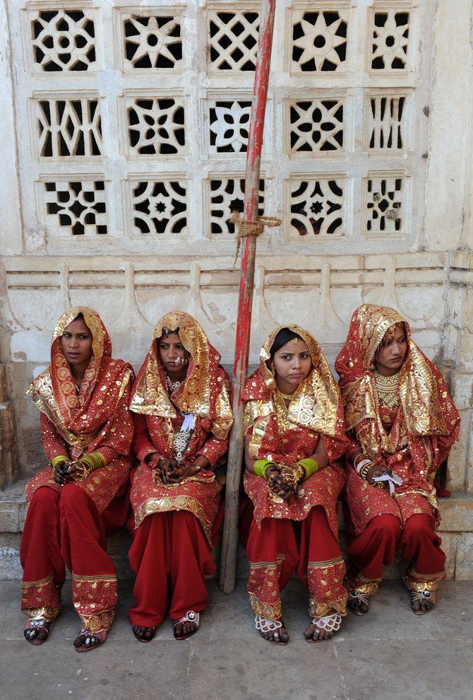 Des petites filles allant se marier en Inde