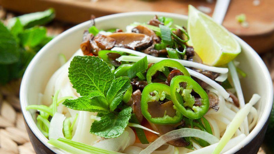 Perfekt für Suppen und als Würze: So einfach könnt ihr Gemüsebrühe selber machen!