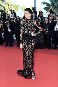 Kendall Jenner lors de la montée des marches du film Mal de Pierre de Nicole Garcia au 69ème Festival de Cannes