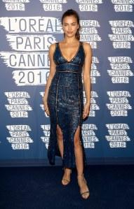 Irina Shayk en robe Emilio Pucci