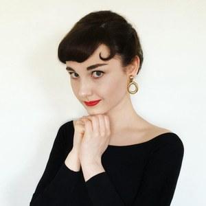 Annelies métamorphosée en Audrey Hepburn