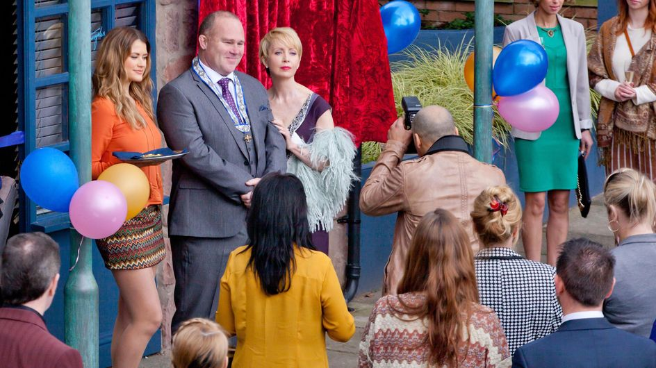 Hollyoaks 07/6 - Cameron and Leela argue over a text message