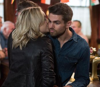 Eastenders 07/6 - Ronnie agrees to double date with an anxious Roxy