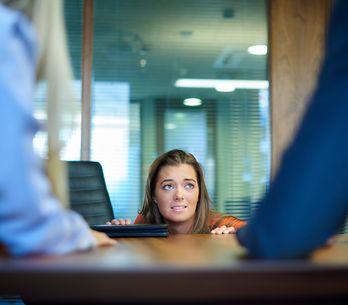 Come le donne affrontano i colloqui spiegato in 9 GIF