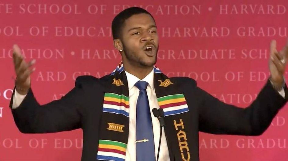 Le discours de fin d'année de cet étudiant inspire Hillary Clinton