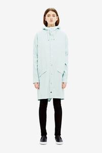La veste longue bleu ciel RAINS, 93.99 euros