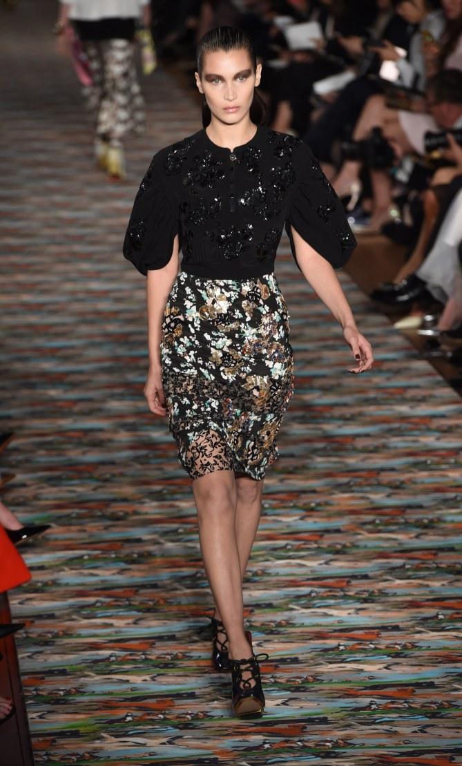 Bella Hadid au défilé Dior Croisière 2017