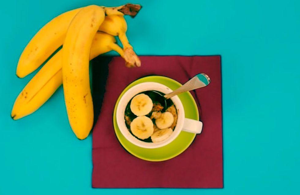 Aprenda a fazer um bolo de banana na caneca!