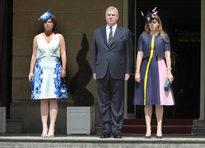 Princesses Eugenie et Beatrice à la garden party de la reine