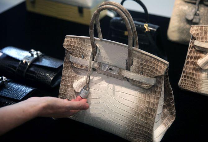 d6e6bd9497 Combien coûte le sac à main le plus cher au monde ?