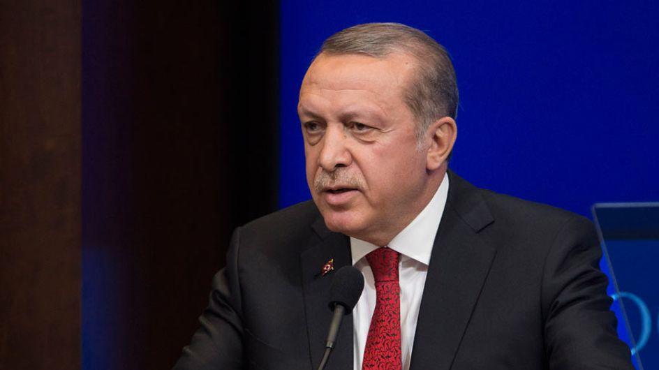 """El presidente de Turquía afirma que las mujeres que no tienen hijos son solo """"medio personas"""""""