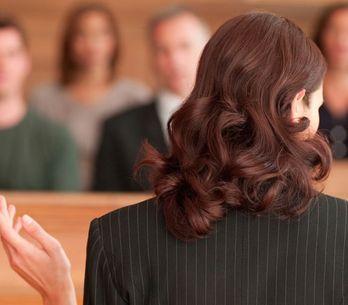 Una jueza pregunta a una mujer víctima de abuso sexual si cerró bien las pierna