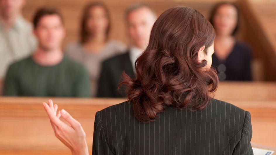 """Una jueza pregunta a una mujer víctima de abuso sexual si """"cerró bien las piernas"""" para evitarlo"""