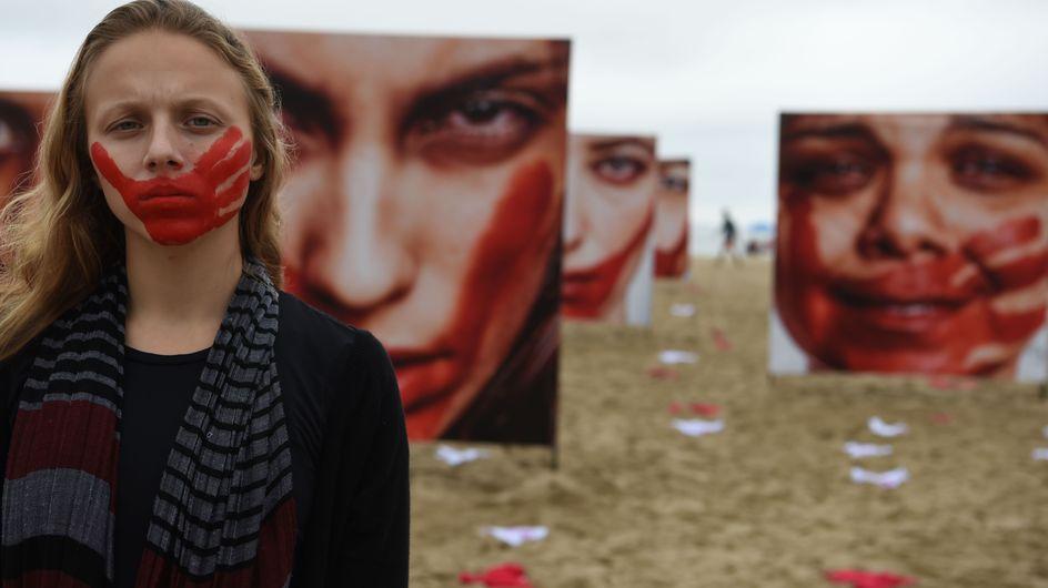 La plage de Copacabana transformée pour dénoncer la culture du viol au Brésil (Photos)