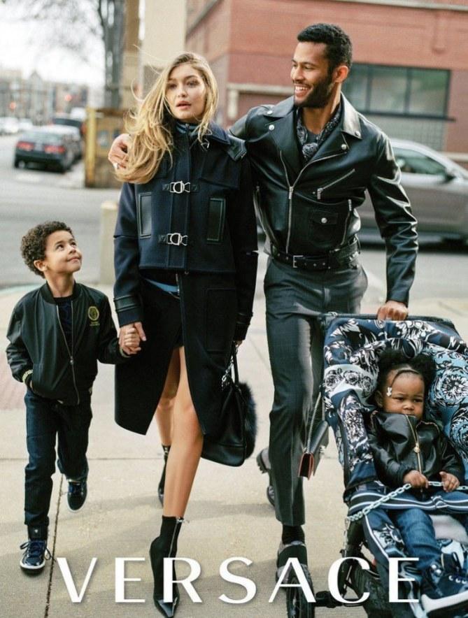 Gigi Hadid joue les mamans pour Versace