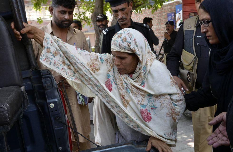 Au Pakistan, une mère brûle sa fille pour avoir choisi son mari