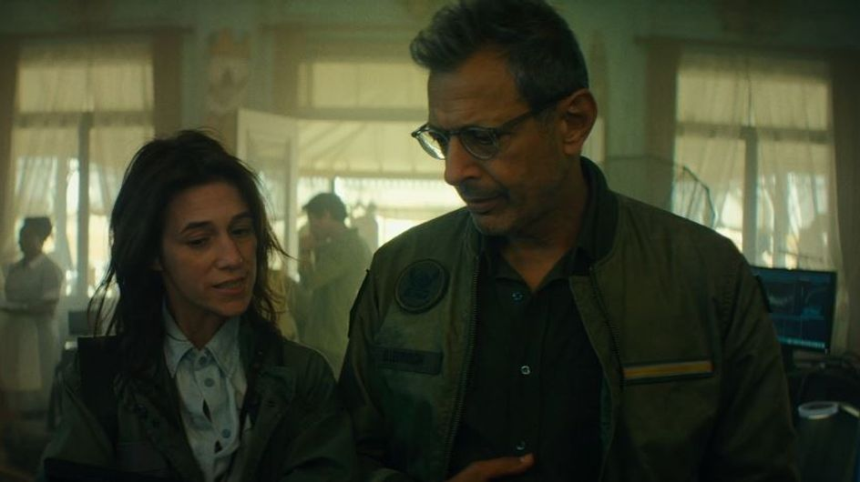 """Découvrez Charlotte Gainsbourg dans un extrait d'""""Independence Day : Resurgence"""" (Exclu)"""