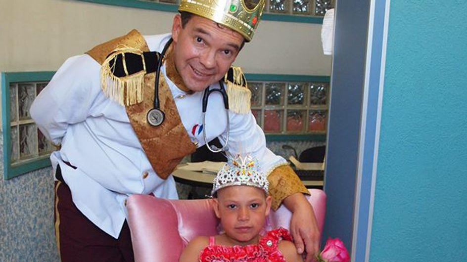Descubre la increíble iniciativa de este médico para hacer sonreír a los niños con cáncer