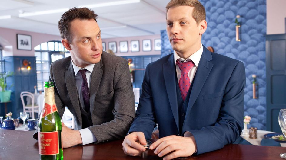 Hollyoaks 30/6 - John Paul pretends to be James's boyfriend but must lie to Scott