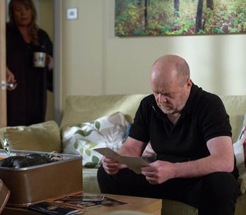 Eastenders 04/7 - The Mitchells say a final goodbye to their beloved Peggy